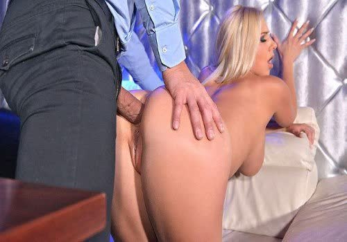 Sultry bitches Hailey James and Cindy Hope having a lesbo workout